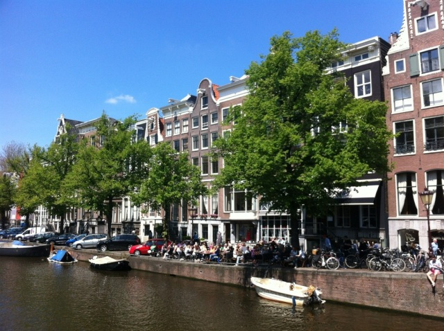 Don't you want to be one of those people sitting on the terrace by the canal?